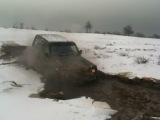 Джип во льду и грязи